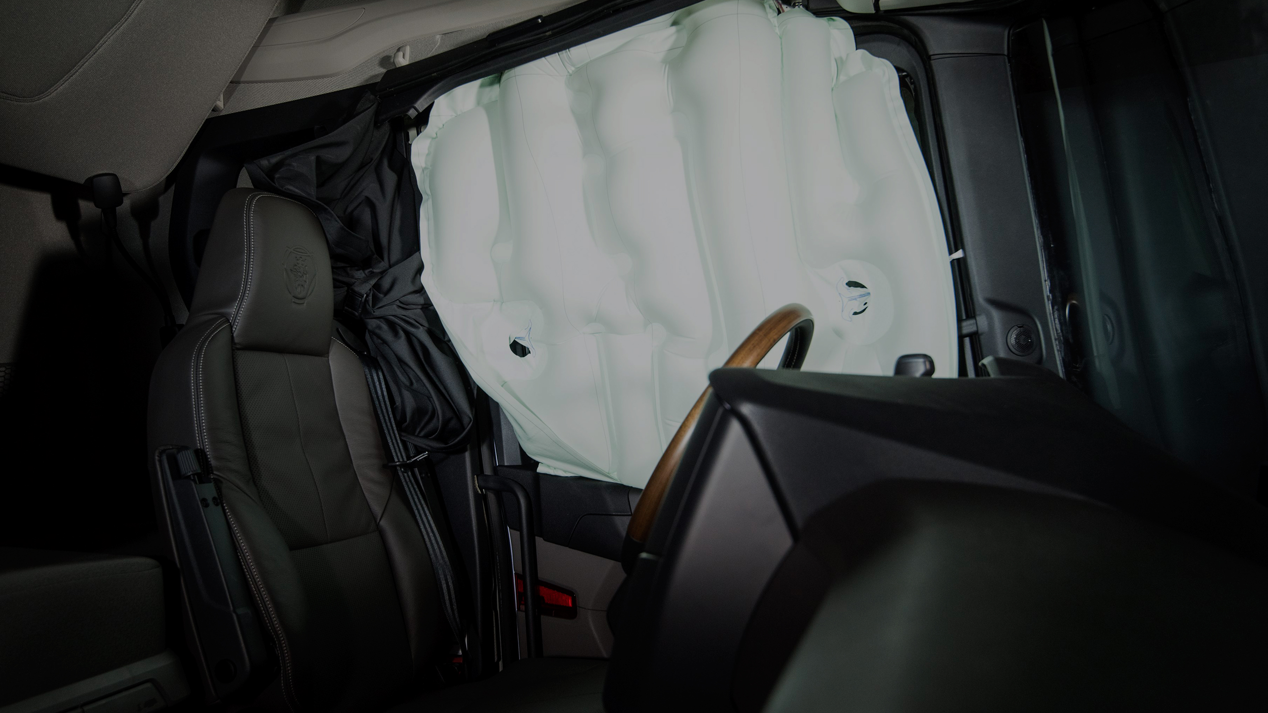 Here comes the world´s first truck with rollover curtain side airbags