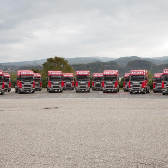 DN Logistica rinnova la propria flotta con 50 veicoli Scania. La consegna  presso la sede di ... 10f0245b7ab9